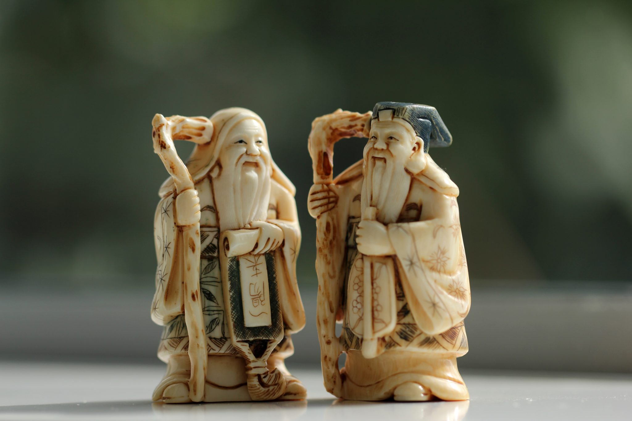 Two figures of wise men